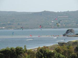 Kitesurfing Punta Trettu in Sardinia: The best place to learn kitesurfing in Sardinia